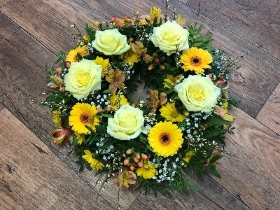 Loose wreath in yellow shades