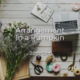 Arrangement in a pumpkin